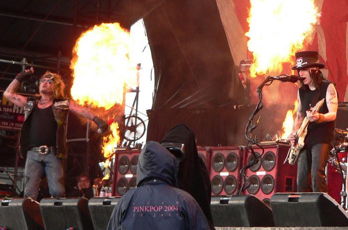 Mötley Crüe on Fire