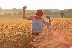 Mohnblume im Weizenfeld......mit Musik