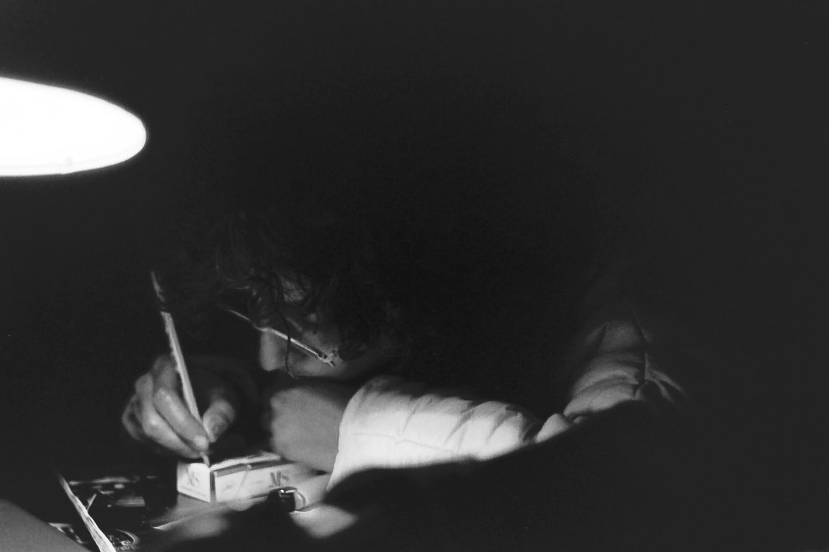 ... momenti ... istanti .... riflessione con matita .......