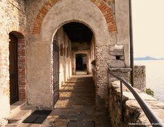 Monastero di S. Caterina del Sasso, portico