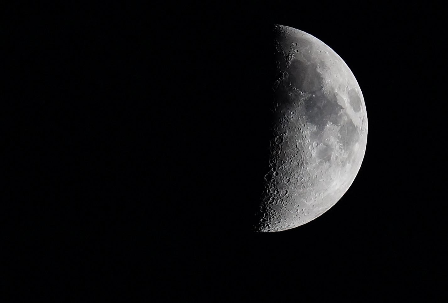 Mond-...