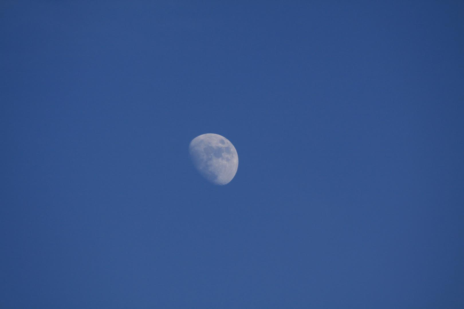 Mond in der Ferne