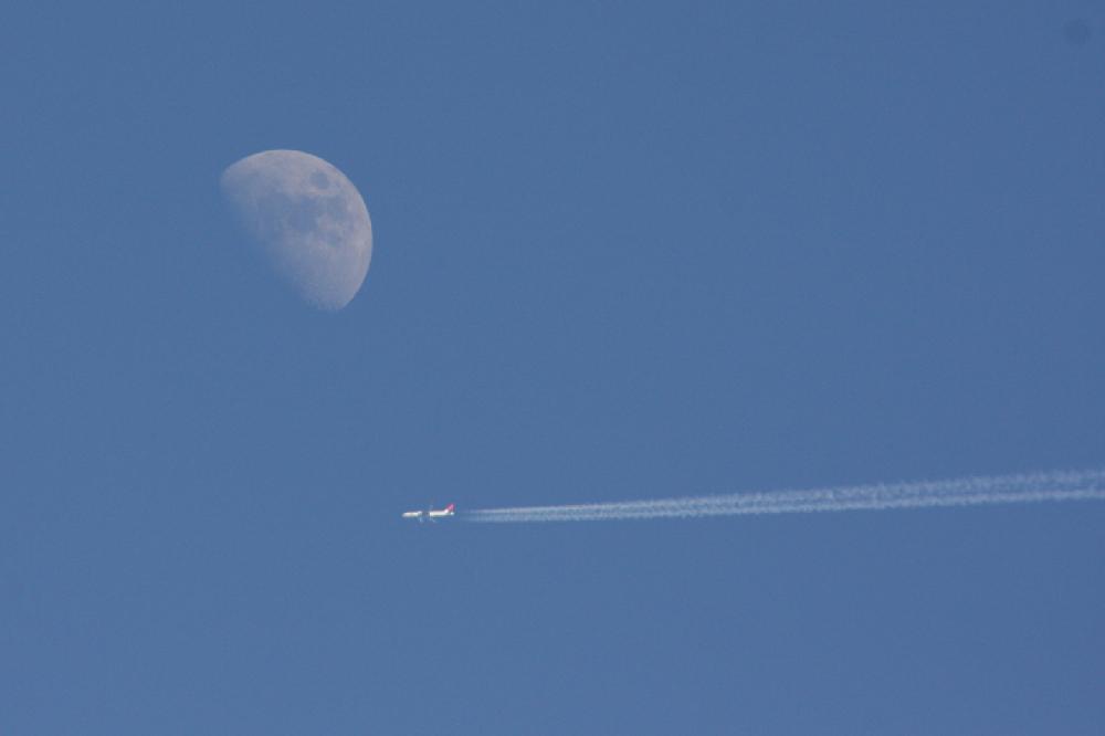 Mond mit Flugzeug