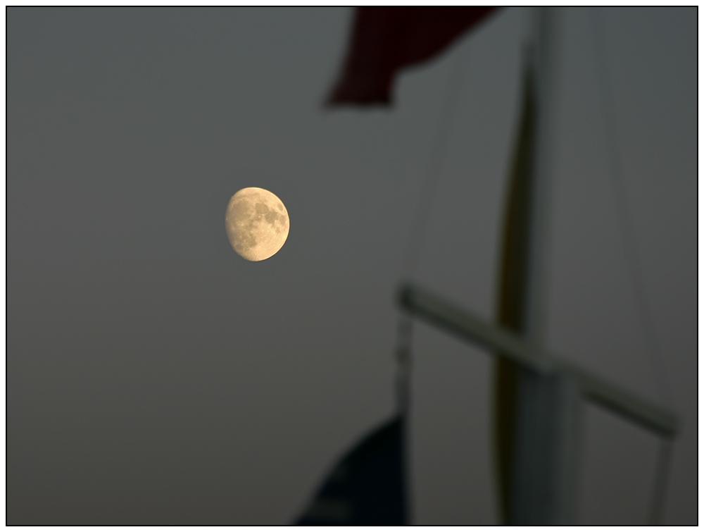 - Mond mit Vordergrund -