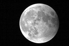 Mond nach der Finsternis am 15.6.2011 - da war er wieder ganz! :-)
