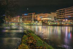 Mond über Berliner Promenade