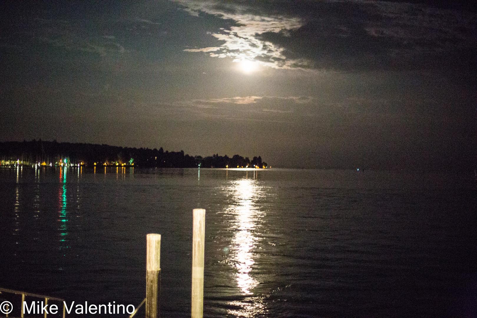 Mond über dem Bodensee