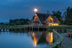 Mond über dem Hemelsdorfer See