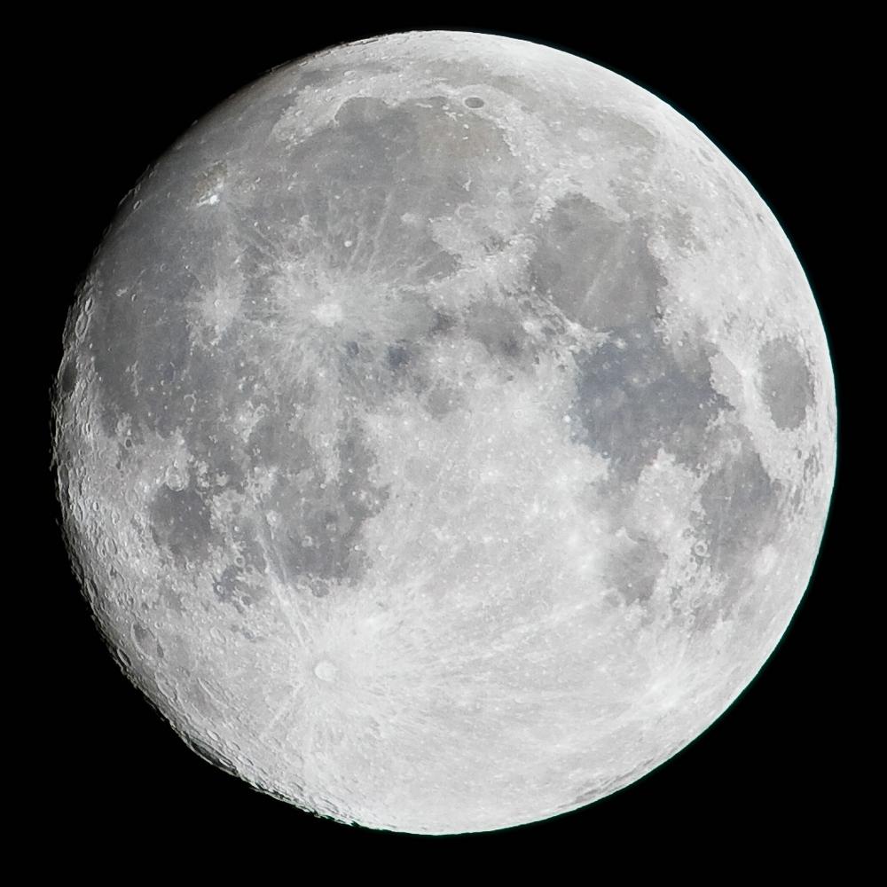 Mond über dem Ruhrgebiet