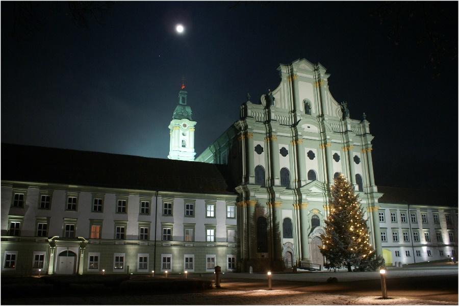 Mond über der Klosterkirche Fürstenfeld...