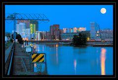 Mond über Düsseldorf