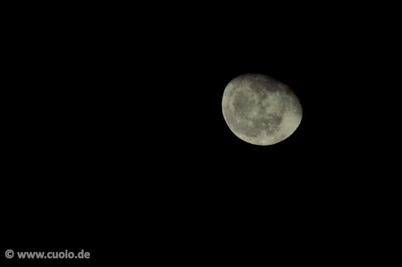 Mond über Frankfurt