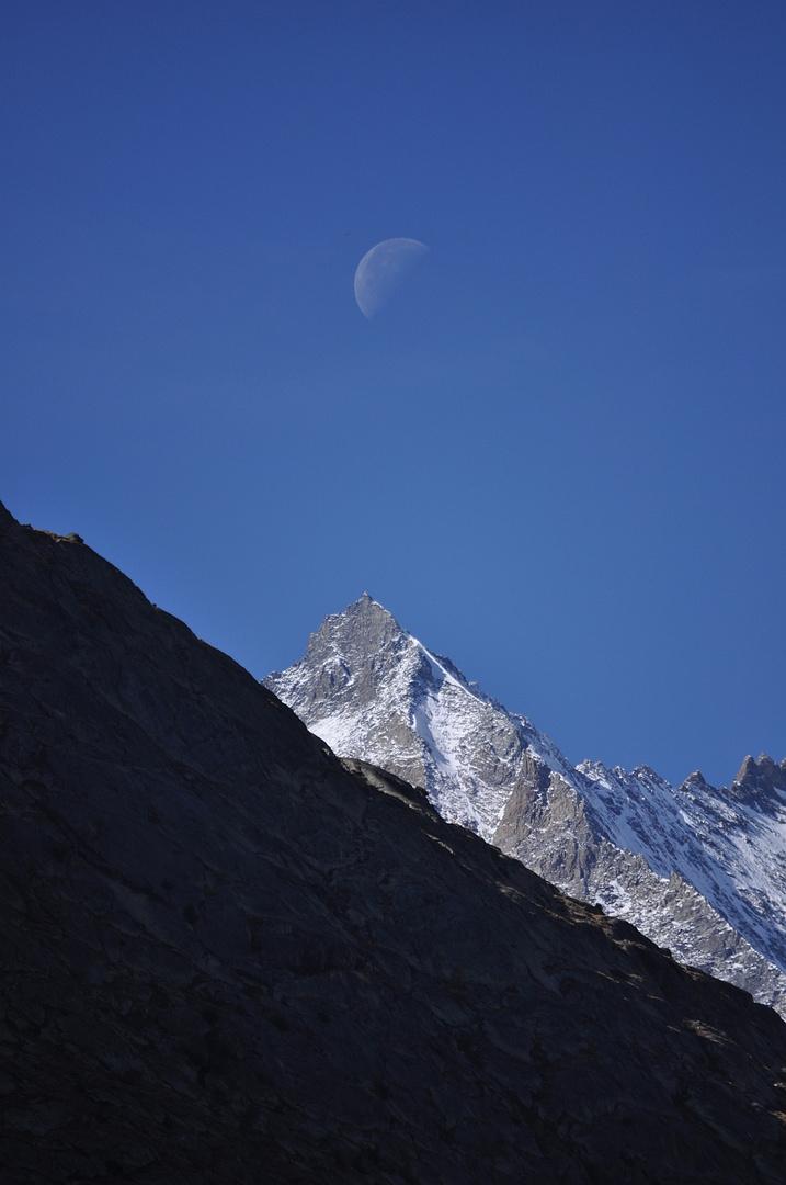 Mond über Mischabel