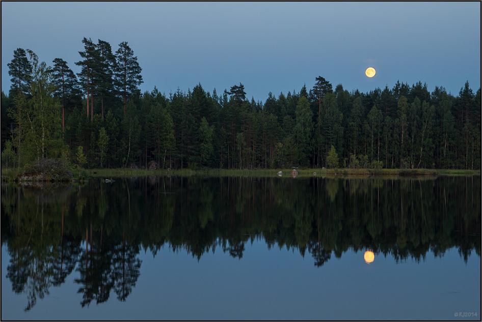 Mond über Övre Gla
