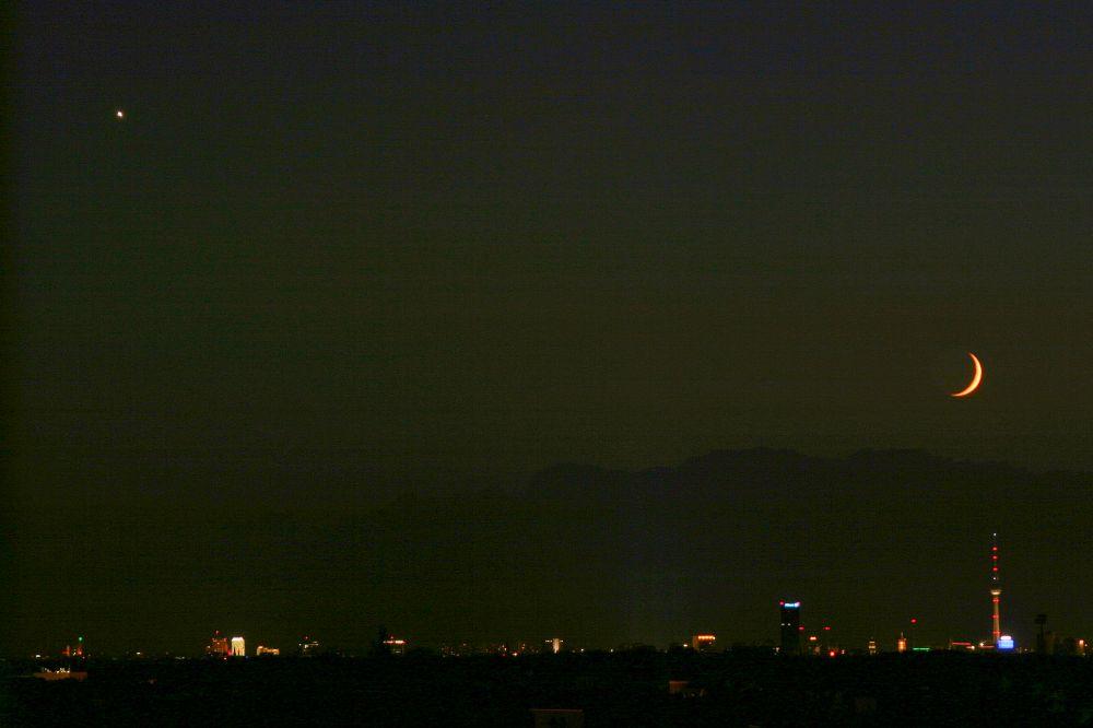 Mond und Venus über Berlin