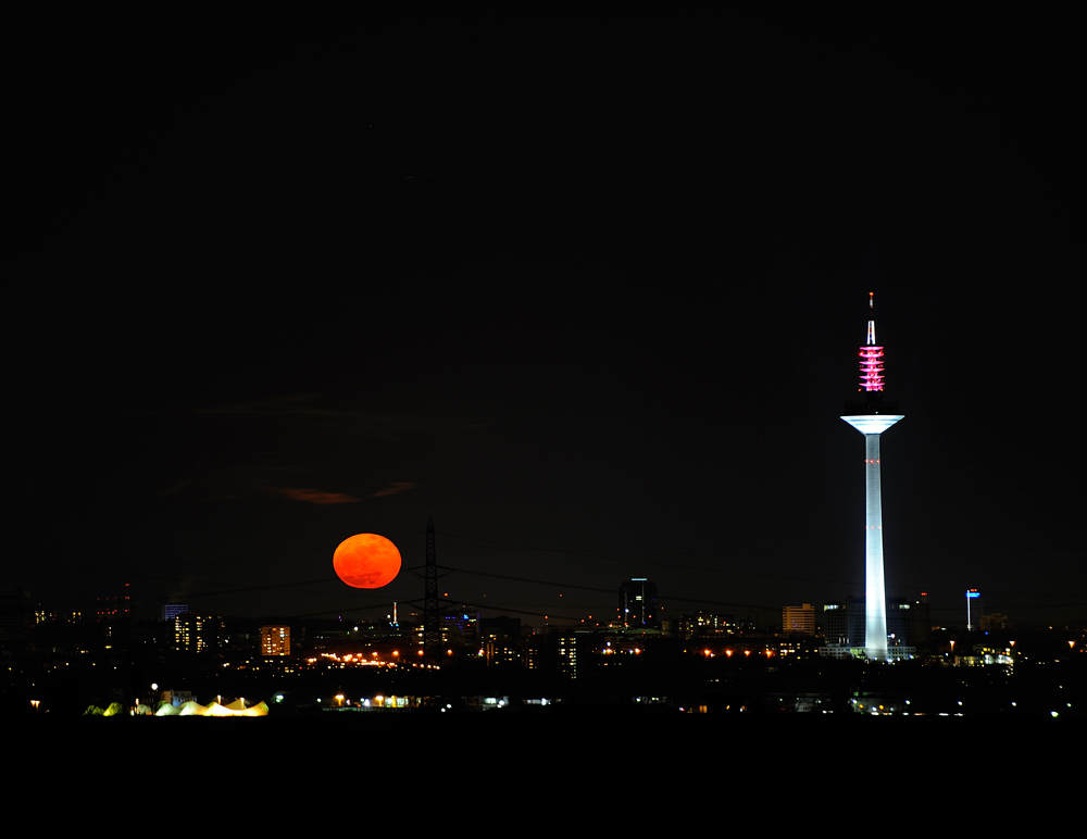 Mondaufgang 20:12Uhr; Frankfurt am Main, 20.3.2011.