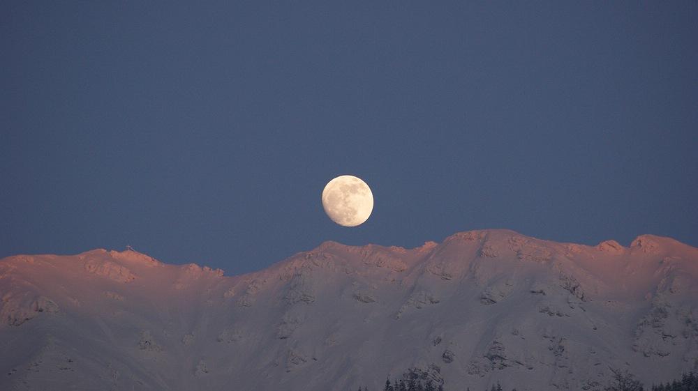 Mondaufgang am Berg