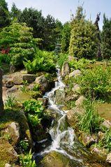 Mondo Verde - Park - kleiner Wasserfall zu einem See
