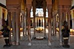 Mondo Verde - Spanischer Garten - Eingang zum Innenhof des Alcazars