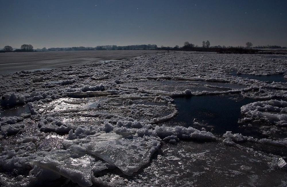 Mondschein auf Eis