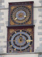 Monduhr und Sonnenuhr am Rathaus zu Görlitz
