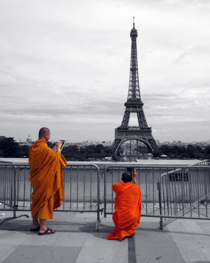 Monks_Tour Eiffel