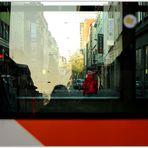 Monnem - Blick durch die Straßenbahn