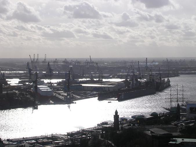Monochromer Hafen Hamburg März 2007