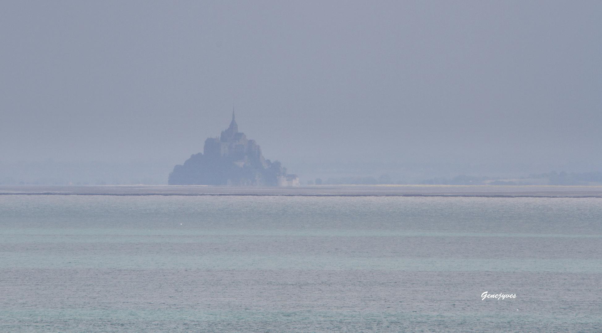 Mont Saint Michel dans la brume