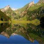 Montagmorgen an einem der berühmtesten Bergseen der Nordostschweiz