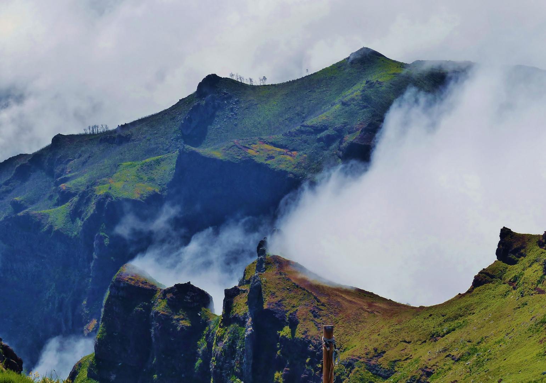 montagna fra le nuvole