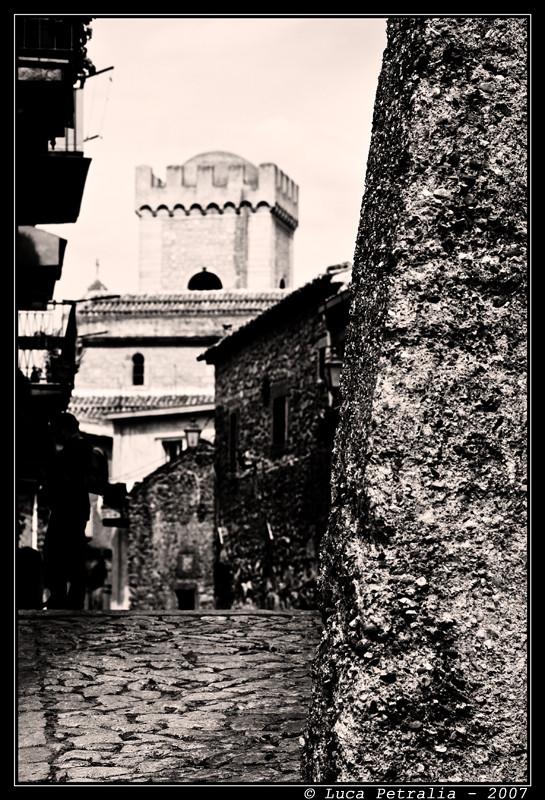 Montalbano Elicona - Uscendo dal Castello