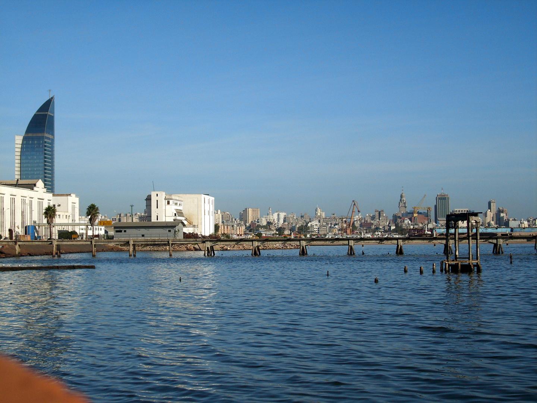 Montevideo...un contraste visual.