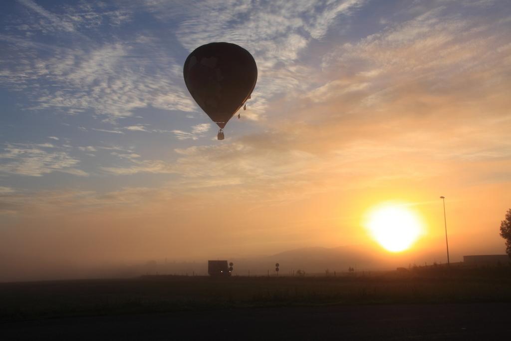 Montgolfière dans la brume