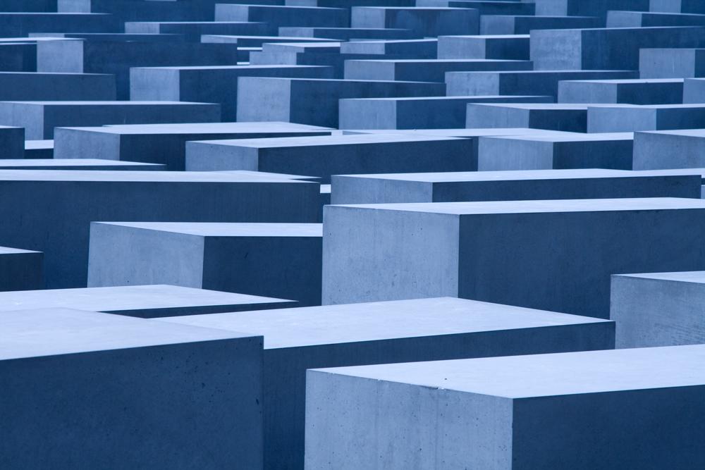 monument; blau