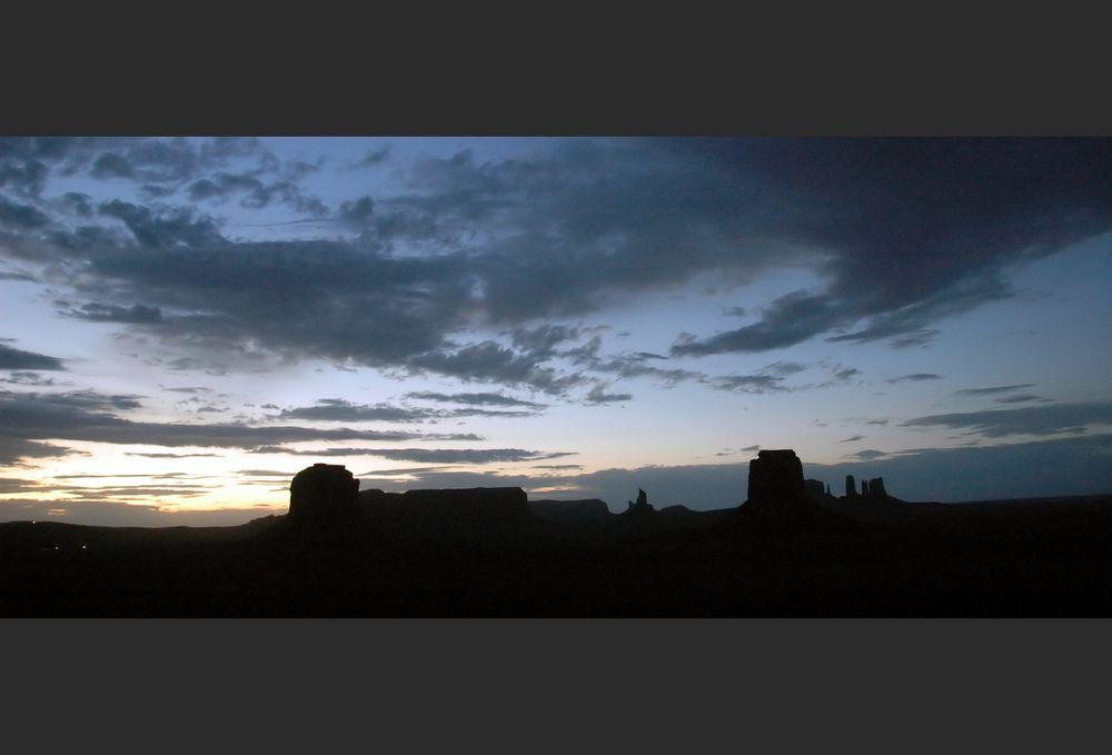 Monument Valley - sundown