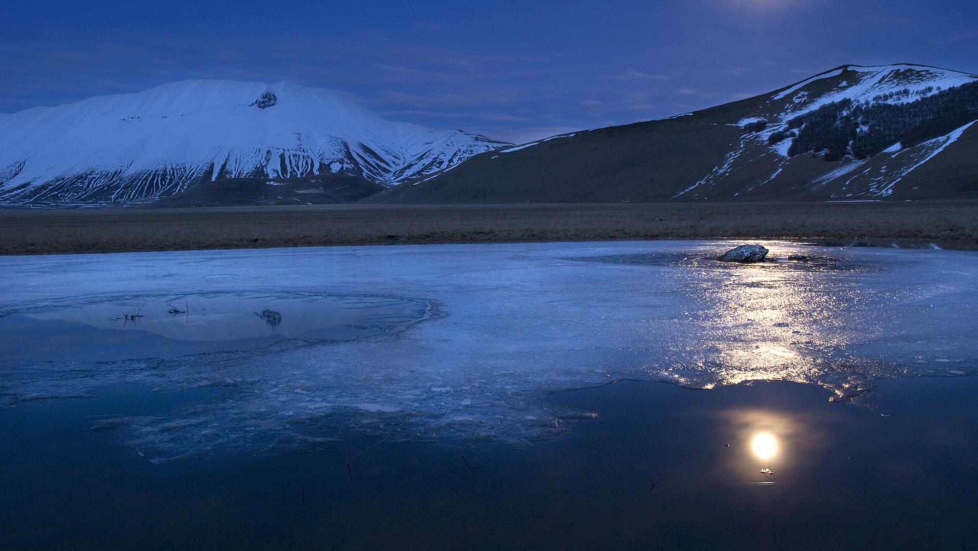 Moon on Ice-landscape in castelluccio#2