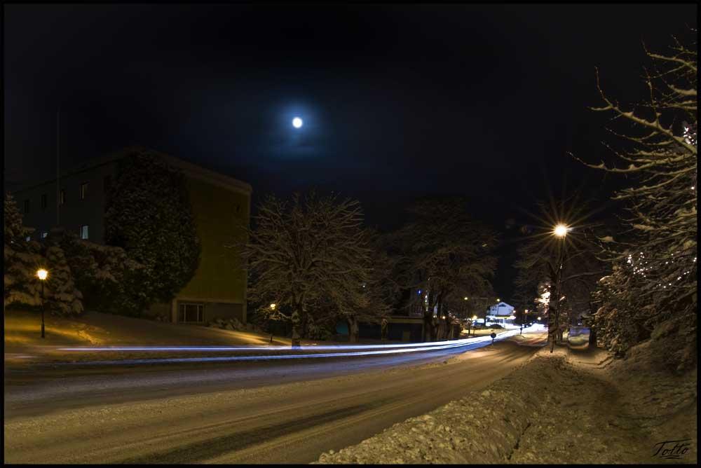Moon shining over Langveien, Kristiansund