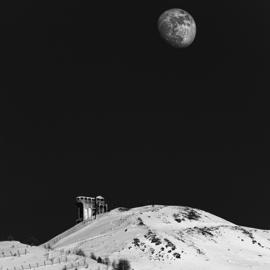 Moonlight - Skiing