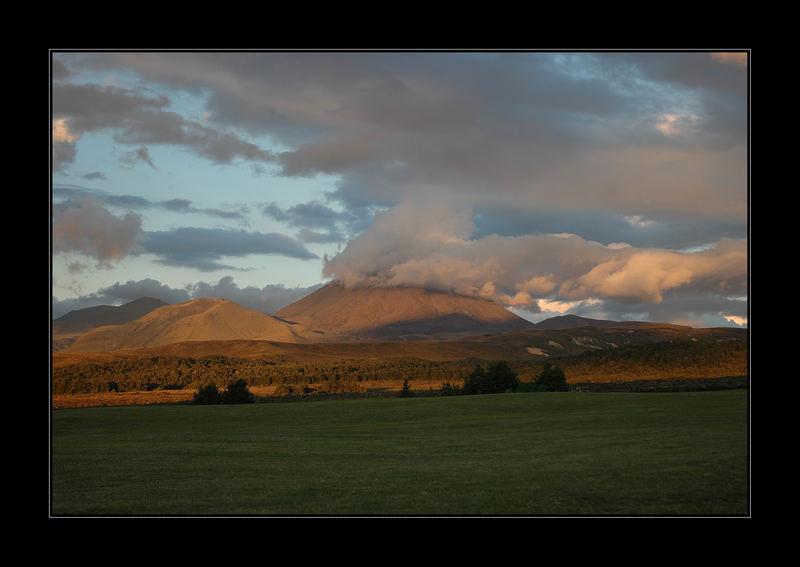 'Mordor' (Tongariro Nat'l Park, Mount Ngauruhoe & Ruapehu, NZ)