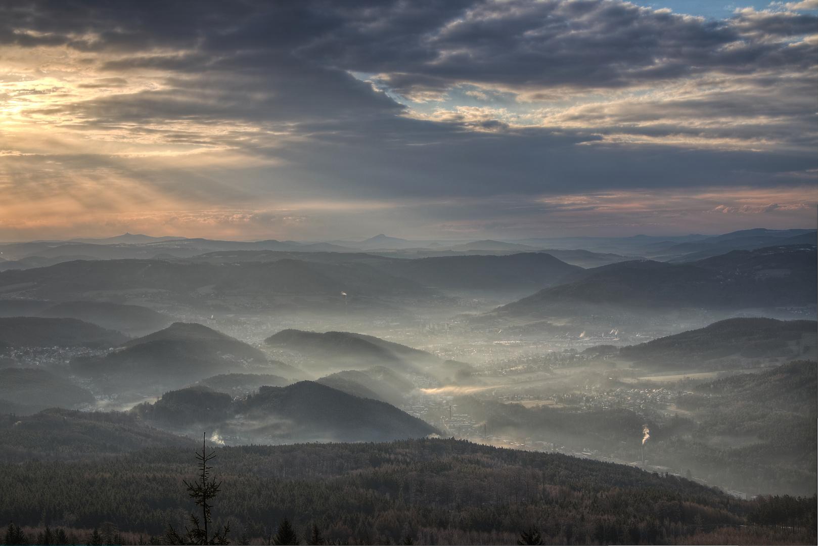 Morgen auf dem Schneeberg in Böhmen