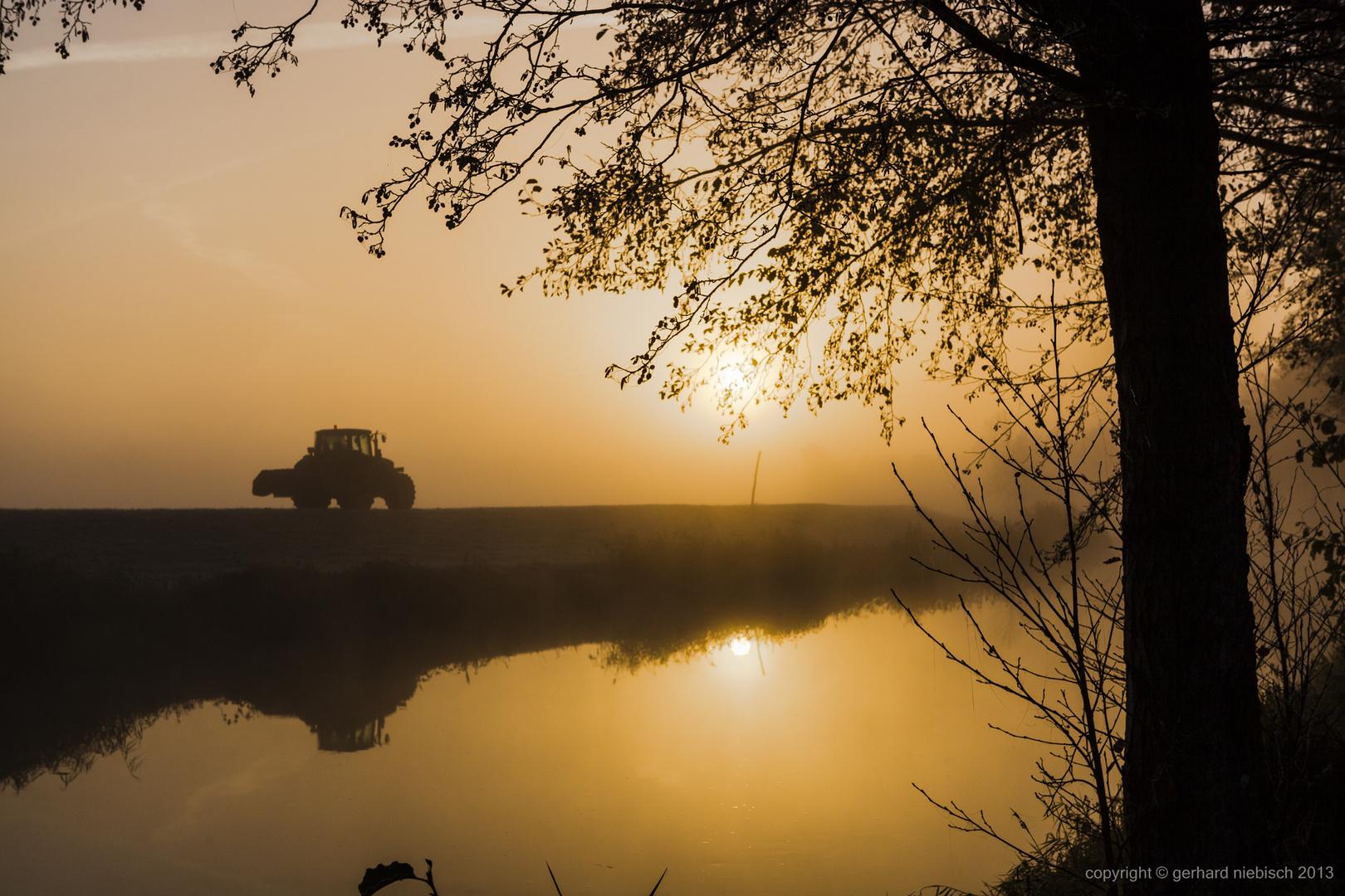 Morgen Goldene Stunde mit Nebel