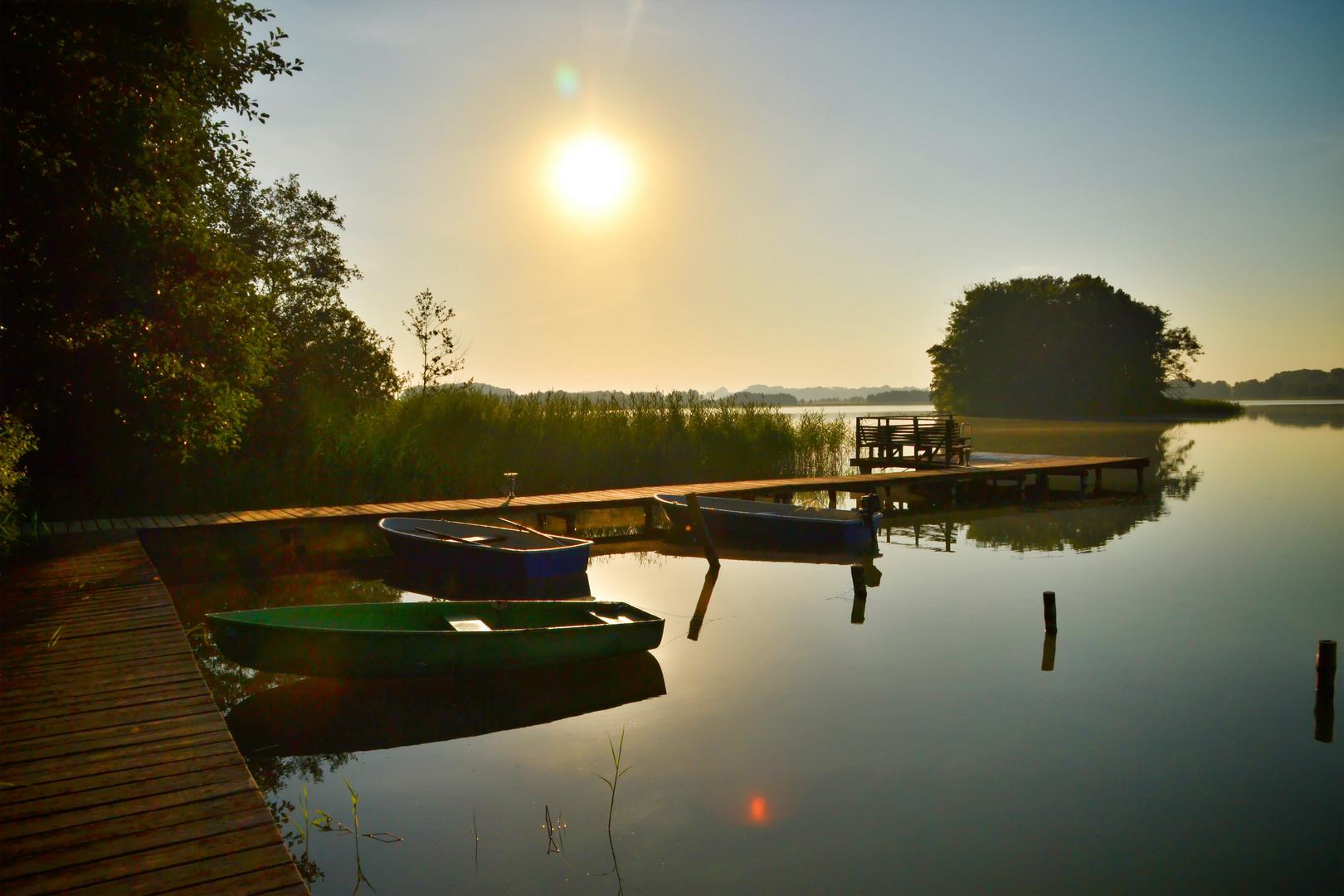 Morgendämmerung am See
