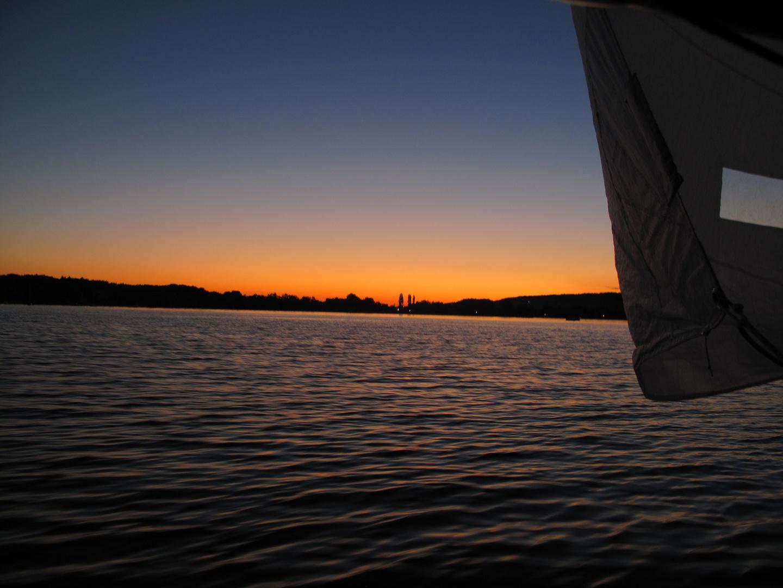 Morgendämmerung nach durchsegelter Nacht / morning dawn after spent night sailing