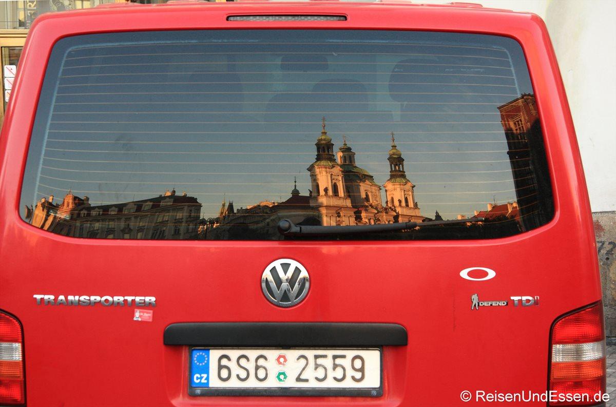 Morgendliche Spiegelung in Prag