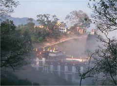 Morgennebel am Swayambhunath....