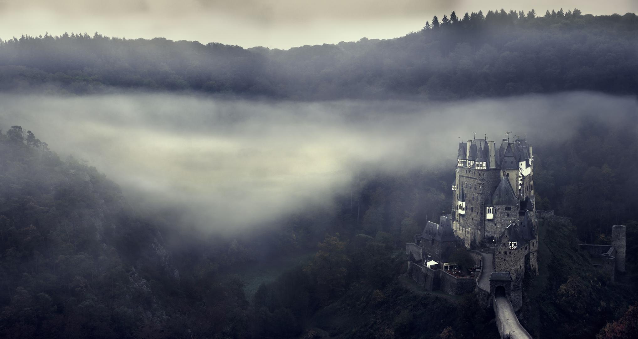 Morgennebel Burg Eltz