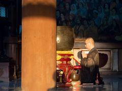 Morgenrezitation im japanischen Tempel
