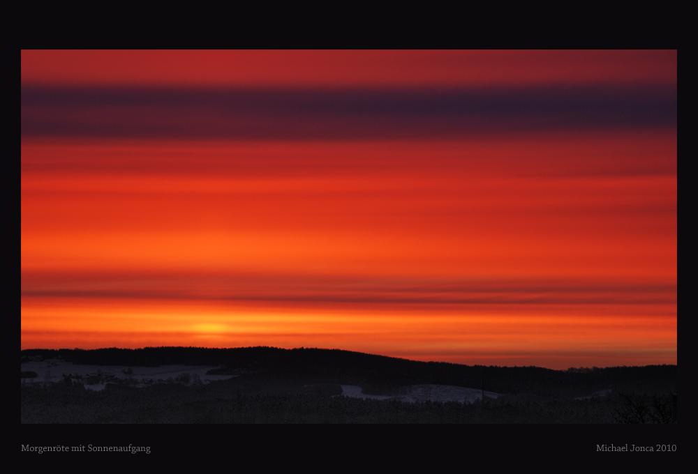 Morgenröte mit Sonnenaufgang