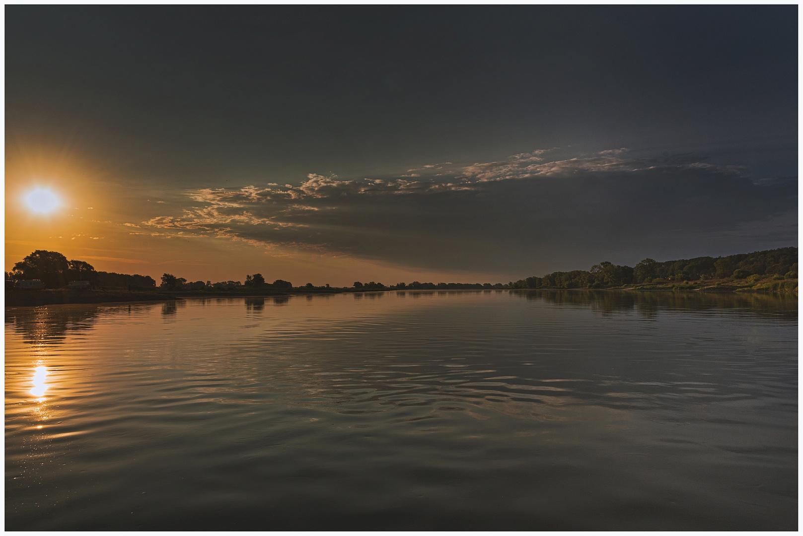 Morgenrot an der Elbe